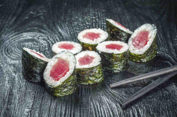 Роллы с тунцом, Осьминог доставка суши троещина