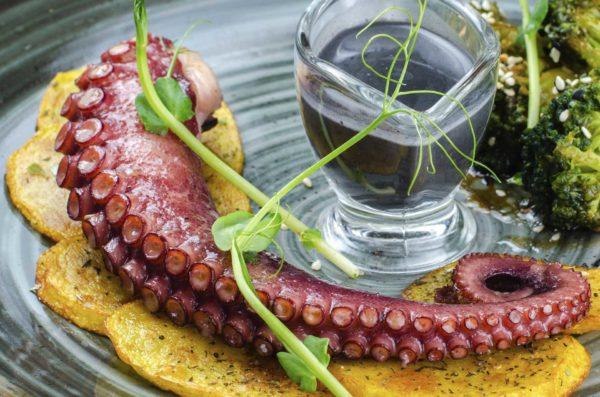 Щупальца осьминога гриль, доставка осьминог, Осьминог суши и деликатесы, киев